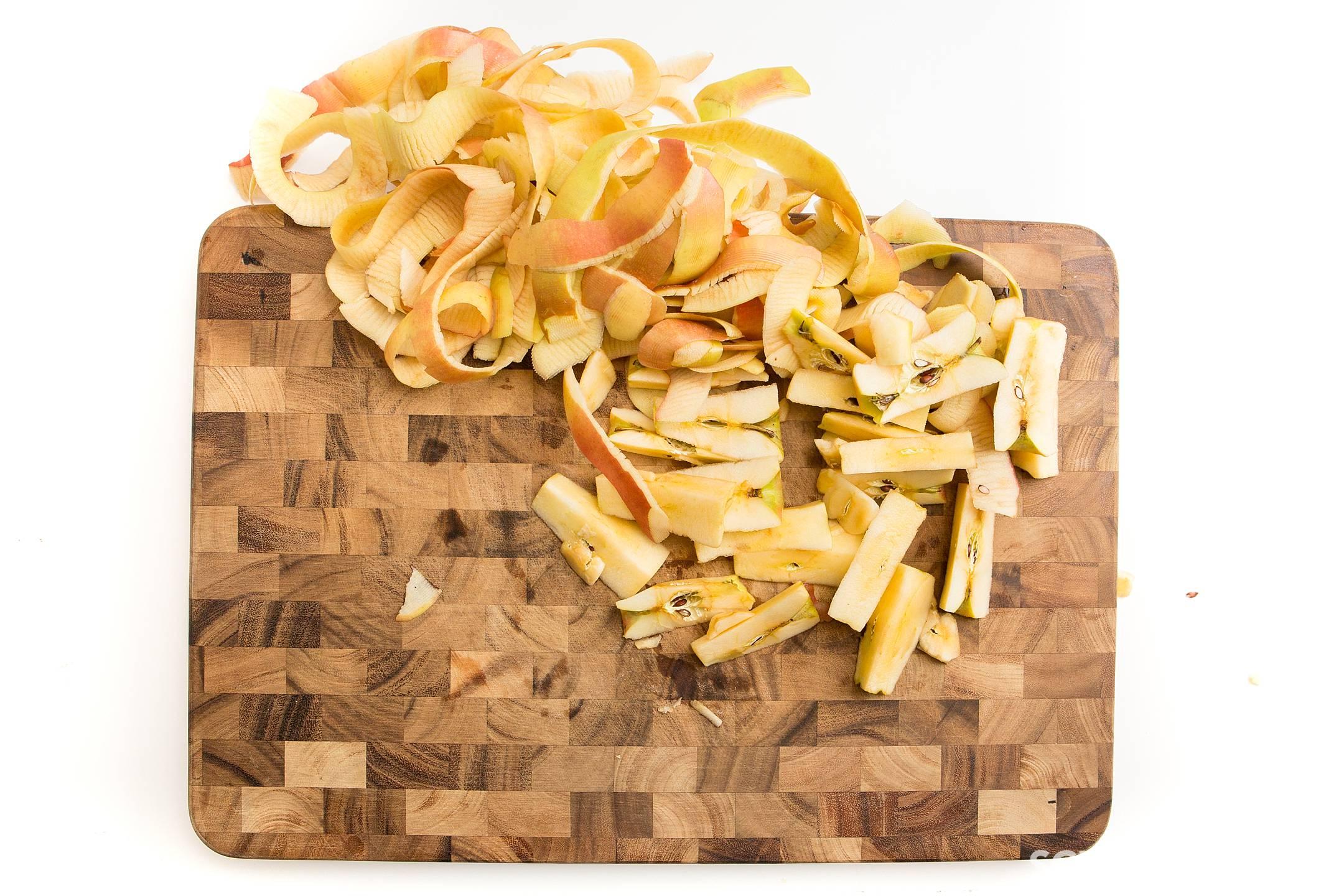 How to prepare apples to make homemade applesuace